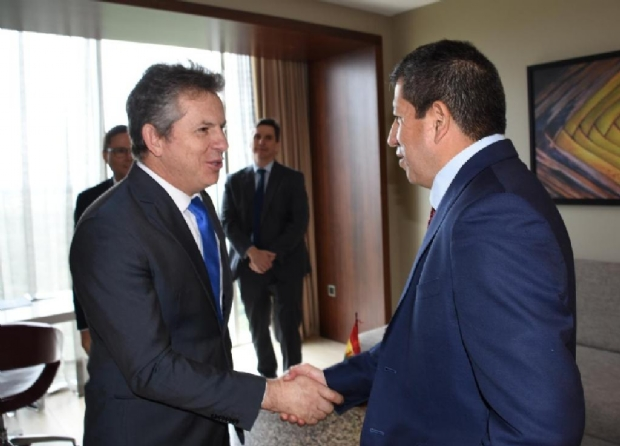 Mauro Mendes e o Ministro Luis Fernández, na visita que o governador fez à Bolívia