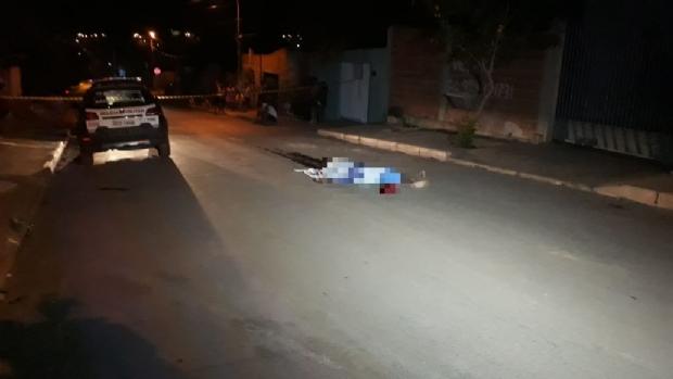 Jovem de 19 anos é executado por dupla em motocicleta em Cuiabá