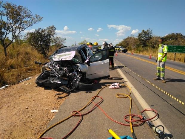 Quatro pessoas morrem e uma fica ferida em colisão entre Jeep e mais dois veículos