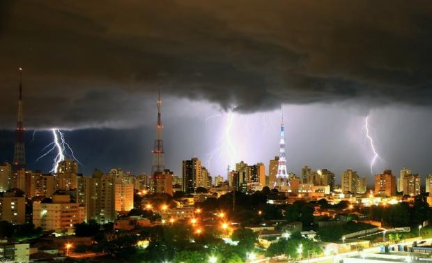 Defesa Civil emite alerta para chuva intensa e possibilidade de ventos de até 100 km/h