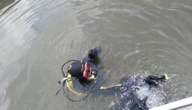Sem saber nadar, jovem pula de ponte e desaparece em rio