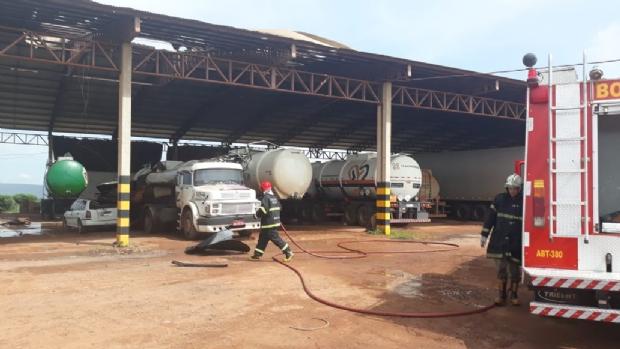 Homem morto em explosão de caminhão foi encontrado em cima de barracão; dois óbitos