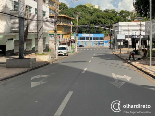 Ruas vazias e população de máscaras: veja imagens de Cuiabá no primeiro dia do decreto de quarentena