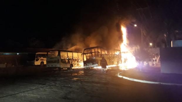 Cinco ônibus são incendiados durante a madrugada em MT