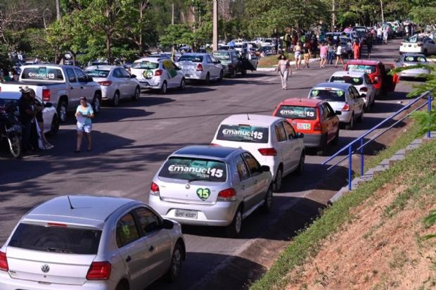 Carreata de Emanuel Pinheiro reúne grande quantidade de carros e pessoas;Veja imagens