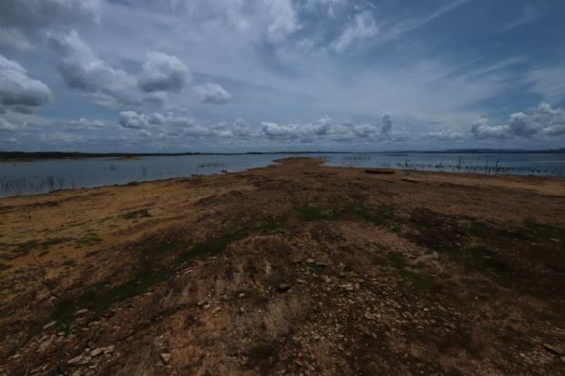 Com pouca chuva, seca no lago de Manso coloca em risco navegação e turismo