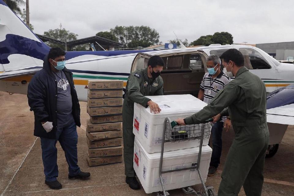 Estado faz distribuição de novo lote de vacinas; veja quantas doses cada município receberá