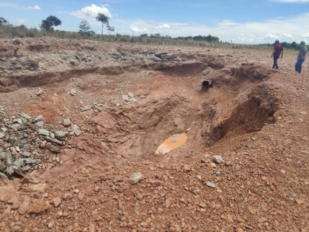 Politec investiga explosão de gasoduto que gerou cratera com mais de 5 metros de profundidade