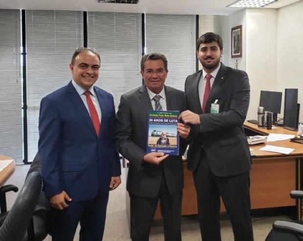 Emanuelzinho comemora expansão de ferrovia ao lado de membros do TCU; trilhos devem chegar em Cuiabá