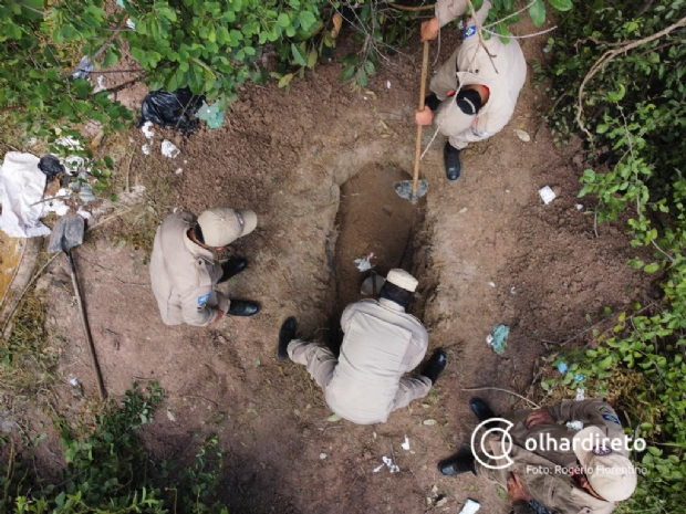 Vítima de 'salve' encontrada em cova rasa foi espancada e morta a tiros; cal foi usada para diminuir mau cheiro