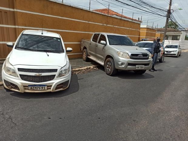 PM intercepta dois veículos e prende criminosos no Jardim Cuiabá