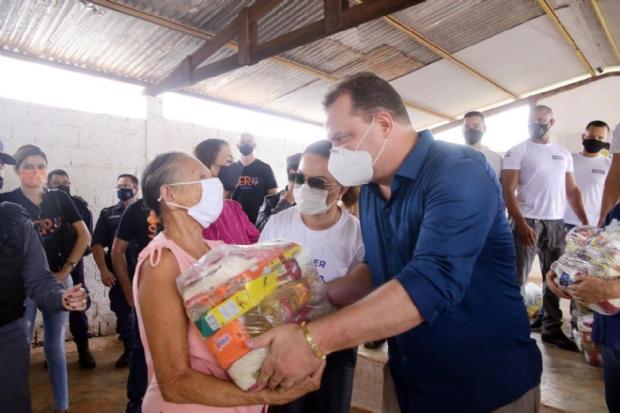 Presidente da AL participa de entrega de 9 mil cestas básicas a artesãos de Cuiabá e baixada