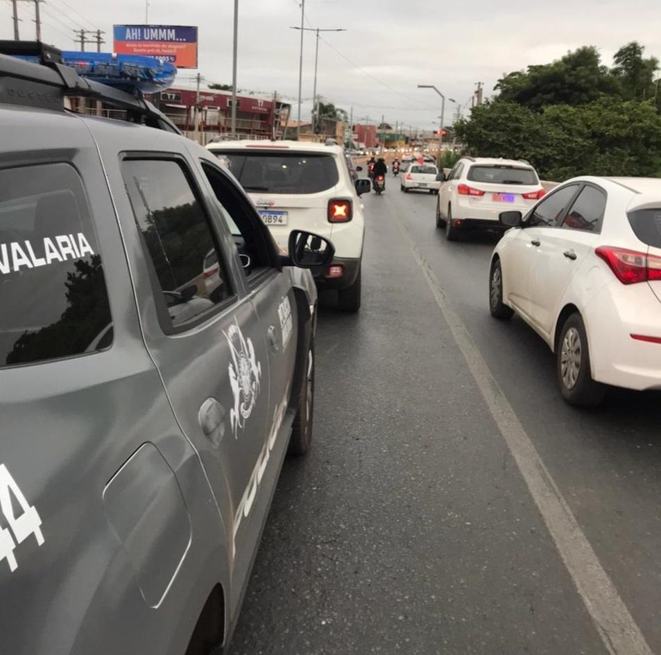 Sem CNH, jovem é detido conduzindo Jeep Renegade em zigue-zague pela avenida Beira Rio