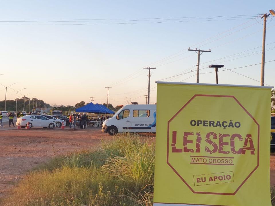 Blitz da Lei Seca prende sete motoristas e recolhe 16 veículos em Cuiabá