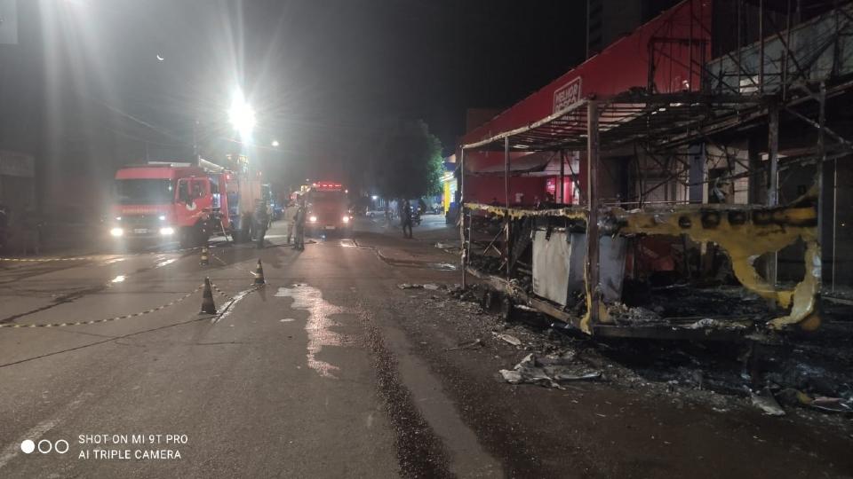 Incêndio em food truck teria sido causado por combustão na mangueira do botijão de gás
