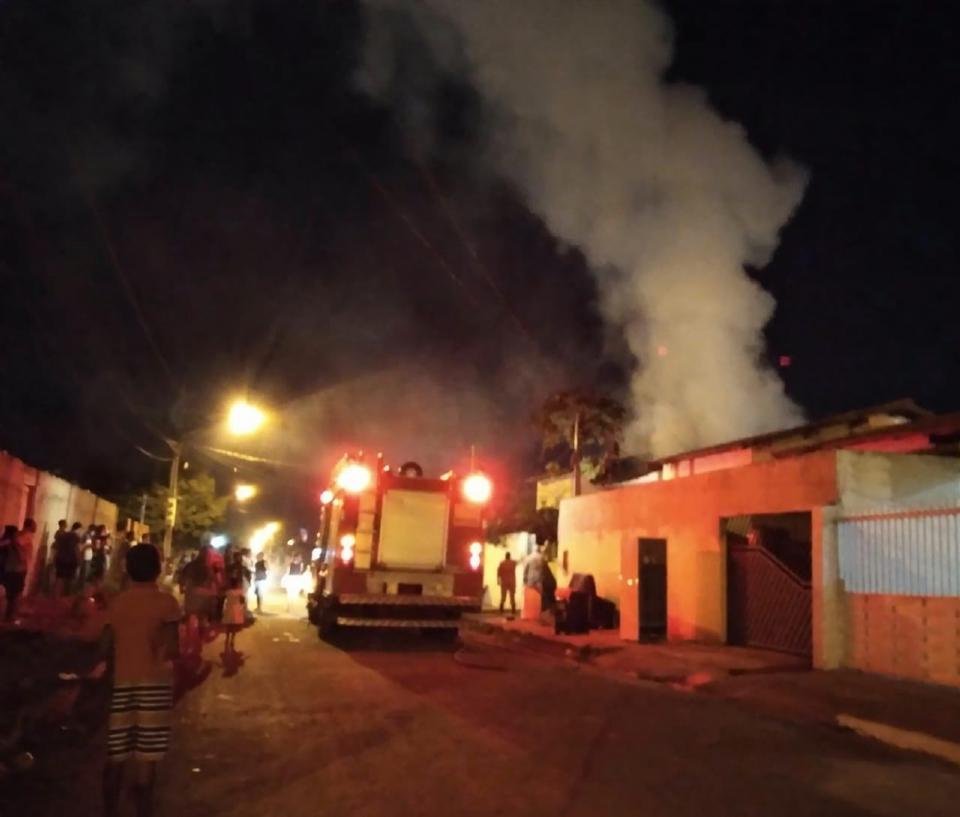 Incêndio se alastra rapidamente e destrói residência em Mato Grosso;  veja vídeo