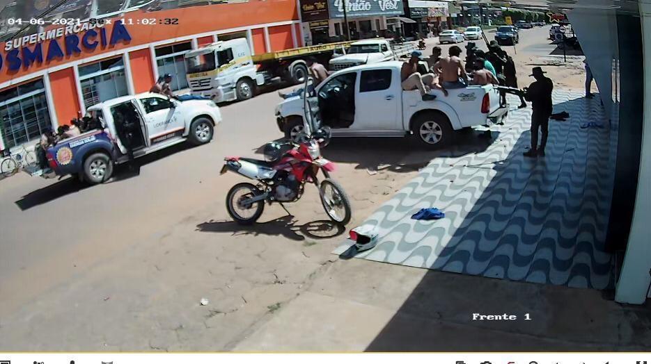 Novo cangaço: bandidos invadem duas agências, fazem populares de reféns e levam dinheiro;  vídeo