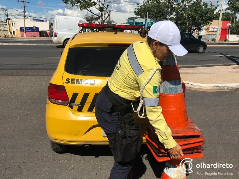 Rua Estevão de Mendonça é fechada até segunda-feira para obras de rede de esgoto