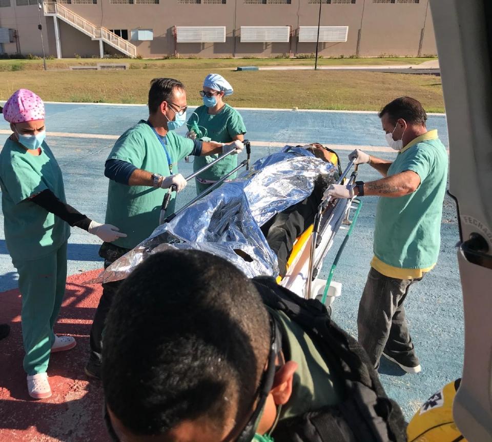 Homem pisoteado por cavalo é transferido de Poconé para Cuiabá em aeronave do Ciopaer