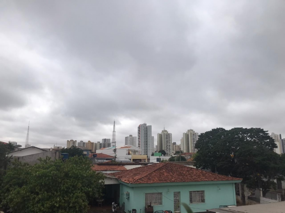 Cuiabá amanhece com tempo nublado e clima ameno deve prevalecer até o fim do dia