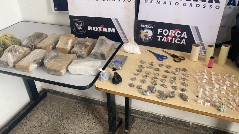 Dupla é presa após PM encontrar mais de 70 porções de droga enterradas em fundo de quintal