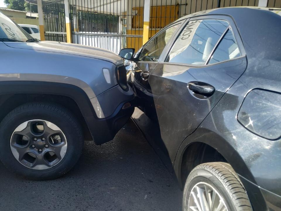 Corolla, Gol e Jeep Renegade se envolvem em acidente; veja fotos