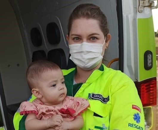 Bebê de cinco meses é salva por socorristas da Rota do Oeste após se engasgar durante viagem com mãe e irmãos