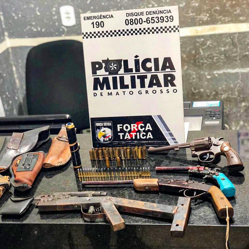 Polícia Militar encontra verdadeiro arsenal durante busca por suspeito de matar homem de 33 anos