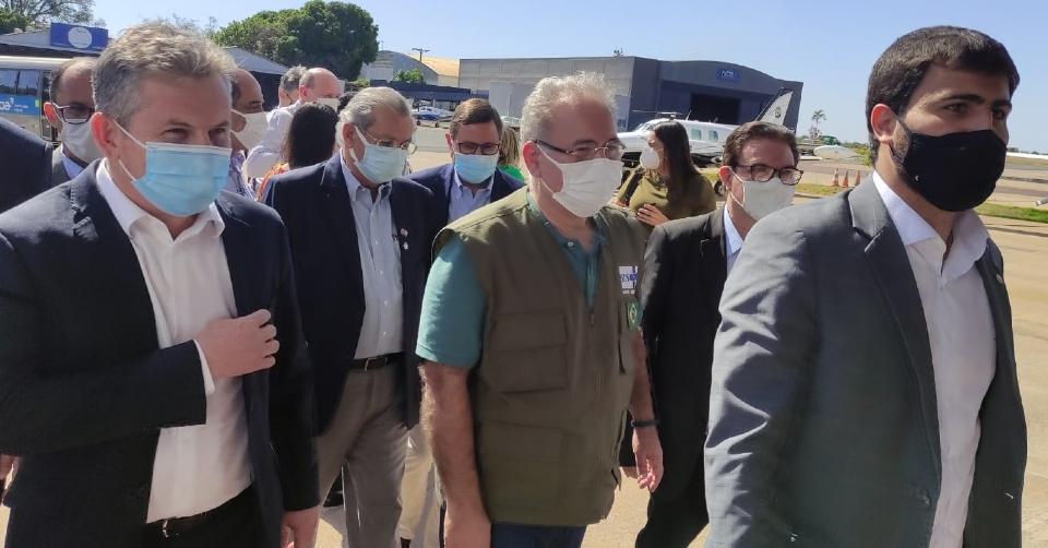 Cobrado sobre barreira sanitária na fronteira, ministro afirma que país possui equipe e vacina para combater novas cepas
