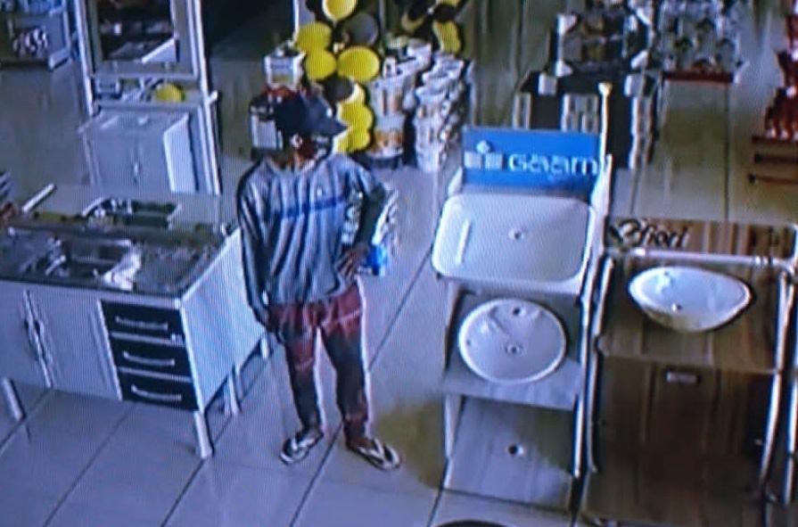 Bandido morto por policial penal durante roubo em loja de materiais para construção é identificado