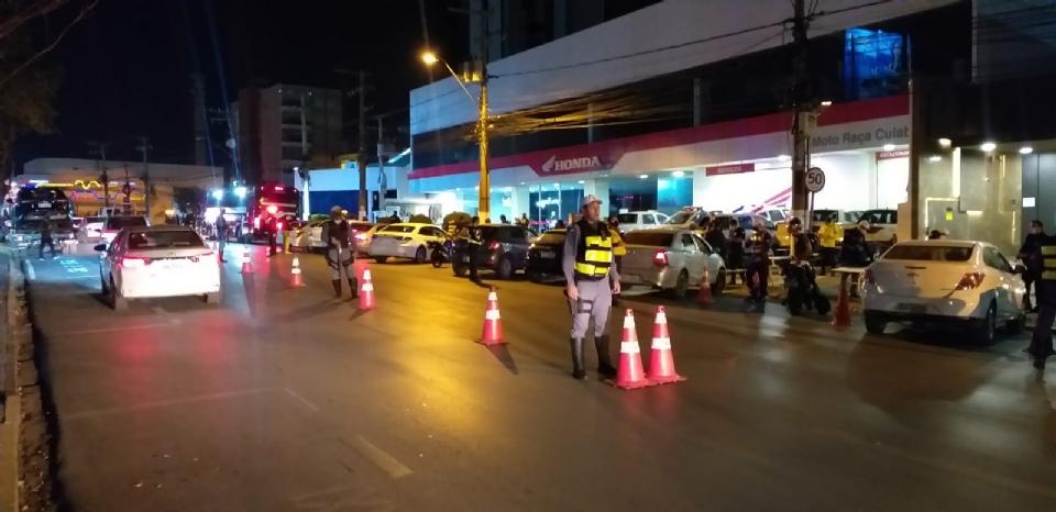 Blitz na Avenida Isaac Póvoas termina com 13 presos por embriaguez e 38 veículos apreendidos