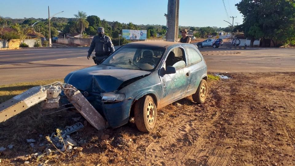 Motorista embriagado é preso após bater em frente a PMs, ameaçá-los de morte e tentar subornar equipe