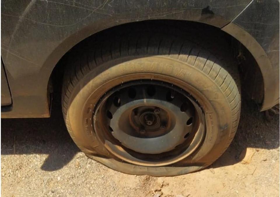Homem furou dois pneus do caminhão do pai da vítima.