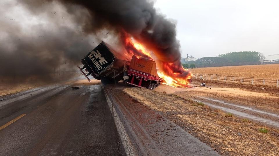 Óleo e desnível de pista podem ter causado acidente que matou família em rodovia