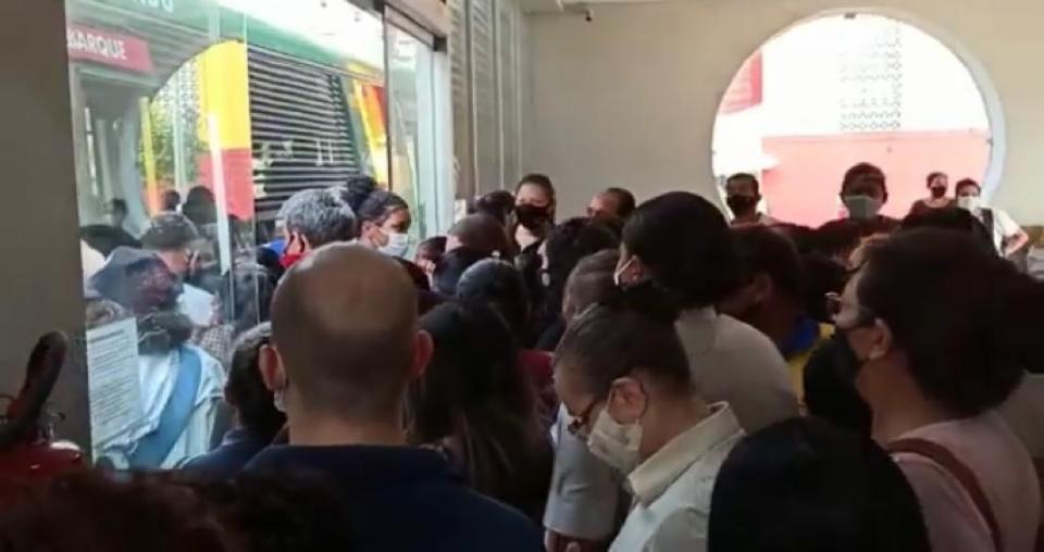 Estação Alencastro tem superlotação e aglomeração e passageiros se queixam de frota reduzida; veja vídeo