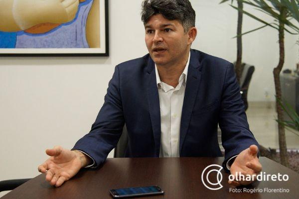 Quem não quiser arma se defenda com cabo de vassoura, diz deputado sobre decreto de Bolsonaro