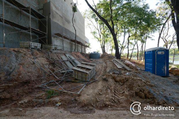 Obras inacabadas levam riscos aos frequentadores do Parque das Águas;  veja fotos e vídeo