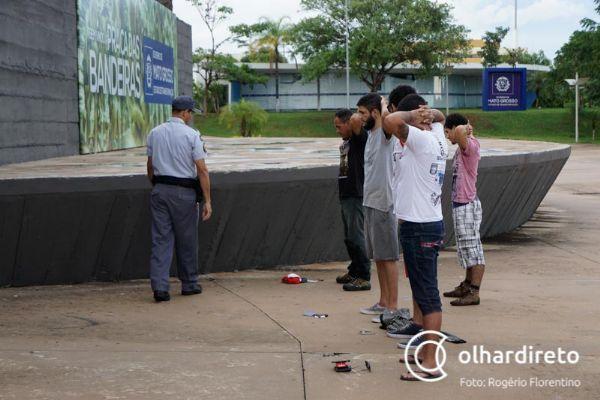 Marcha para Satanás fracassa e termina com duas pessoas detidas; evento não tinha autorização; Fotos