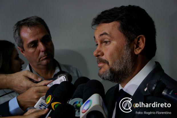Oscar Bezerra fez duras críticas aos servidores e lembrou que Mato Grosso possui três milhões de habitantes