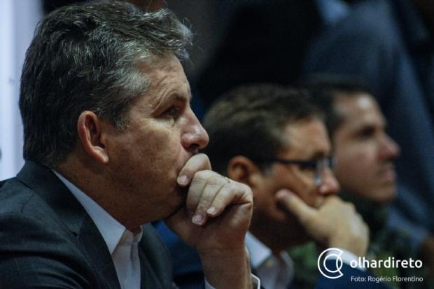 Mauro Mendes reúne staff e deputados para avaliar dispensa de funcionários públicos durante pandemia