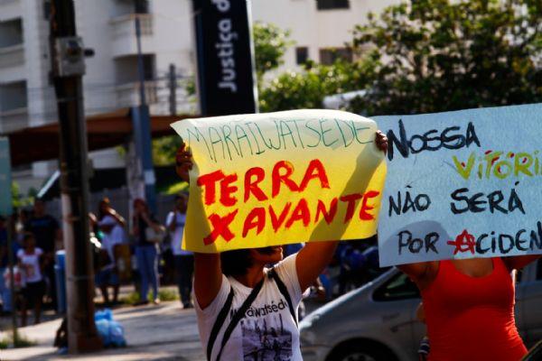 Manifestação pelos direitos dos índios na Avenida do CPA