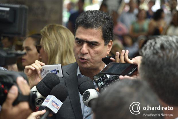 Emanuel Pinheiro (PMDB) durante posse dos secretários na Praça Alencastro