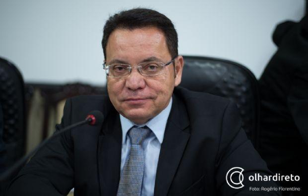 Botelho alega falta de documentos e ganha tempo para decidir sobre afastamento de Taques