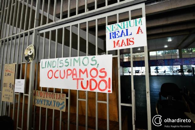 Após decisão de reitora, estudantes decidem continuar ocupação de campus