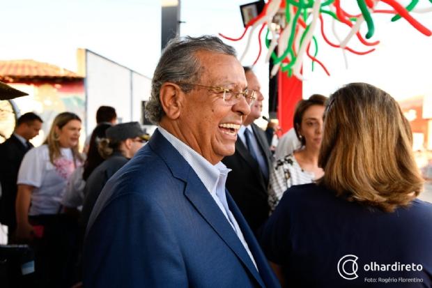 Jayme Campos lidera isolado