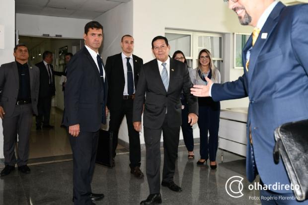 Mourão diz que aguarda instruções de Bolsonaro sobre apoio a tenente-coronel ao Senado