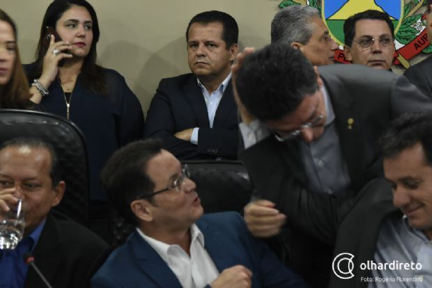 Deputados estaduais aguardam permissão de Valtenir Pereira para deixar PSB