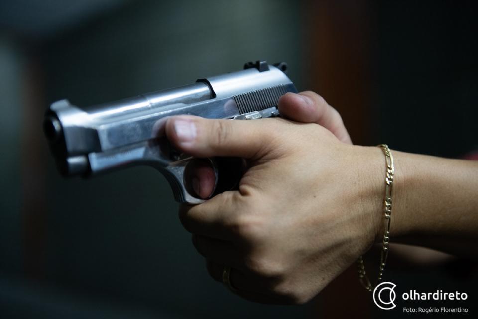 Jovem de 20 anos é executado a tiros em residência durante a noite