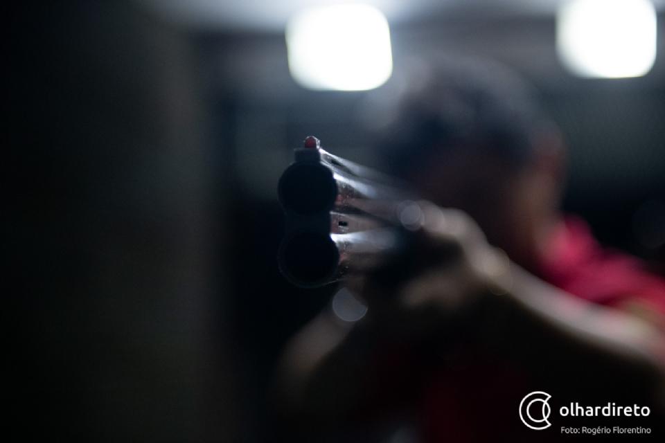 Homem é executado em festa após esbarrar em mulher de criminoso