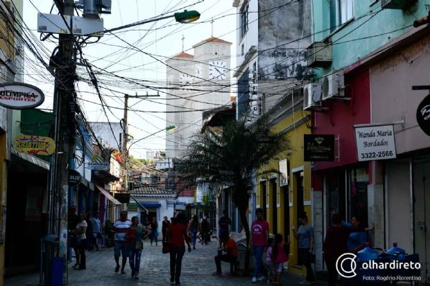 Operadoras têm 120 dias para acabar com 'emaranhado' de fios no Centro Histórico de Cuiabá